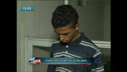 Um jovem de 18 anos é preso com 1,5 kg de maconha na noite de ontem após uma abordagem da polícia