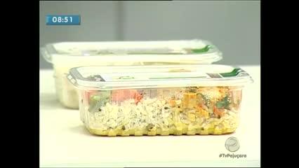 Com a finalidade de levar mais praticidade às pessoas, surgiram as comidas fit congeladas