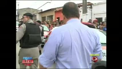 Três pessoas que estavam praticando assaltos foram presas na tarde desta quarta-feira