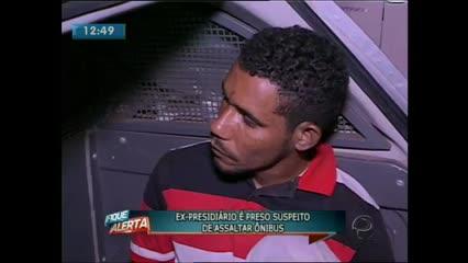 Um jovem foi preso suspeito de assaltar um ônibus no Prado