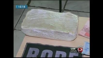 Um jovem foi preso com 1kg de crack e R$ 3 mil no Benedito Bentes