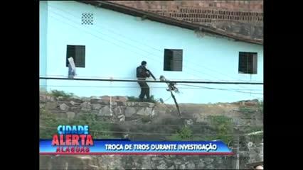 A polícia trocou tiros com criminosos no Vale do Reginaldo na tarde desta terça-feira