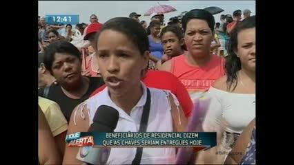 Beneficiários de casas do residencial do Parque dos Caetés realizaram um protesto