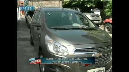 Policiais encontraram ontem um carro que havia sido roubado na última quarta-feira