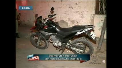 Um adolescente de 15 anos foi apreendido com uma moto roubada praticando roubos no Jacintinho