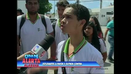 Estudantes protestam contra reformas propostas pelo Governo Federal