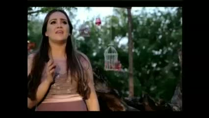 Conheça um pouco do trabalho da cantora Sarah Farias