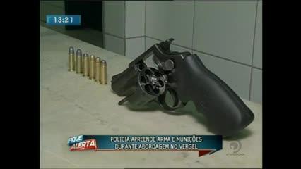 Polícia apreendeu arma e munições durante abordagem no Vergel