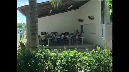 Escola funciona de forma improvisada em Marechal Deodoro