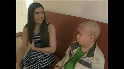 Adolescente vence o câncer e se torna exemplo para outros pacientes