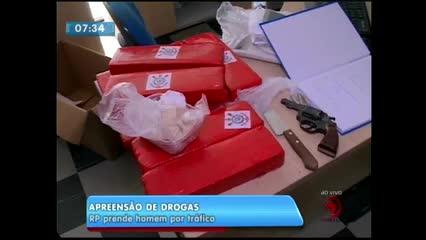 Homem foi preso suspeito de tráfico de drogas no Jacintinho