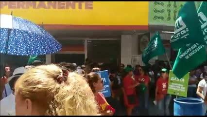 Trabalhadores fazem 'Dia do Basta' no centro de Maceió