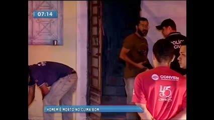 Um homem foi morto a tiros ontem no bairro do Clima Bom