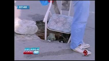 Moradores denunciam o surgimento de um buraco em rua no Jacintinho
