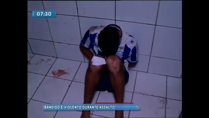 Jovem foi preso suspeito de assaltar uma mulher no Benedito Bentes