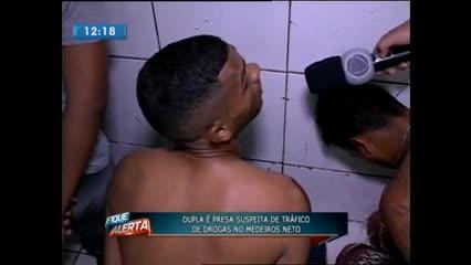 Dupla foi presa suspeita de tráfico de drogas no Medeiros Neto