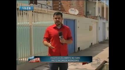 Esgoto a céu aberto no bairro do Ouro Preto