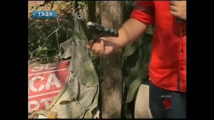 Polícia apreendeu quatro armas artesanais e drogas
