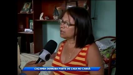 Caçamba derruba parte de casa no Canaã