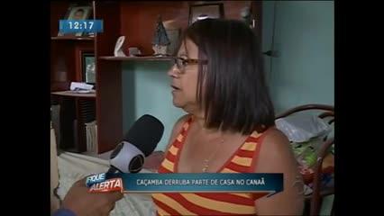 Caçamba derrubou parte de casa no Canaã
