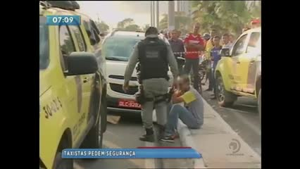 Taxistas realizaram um protesto após o assassinato de um companheiro de profissão