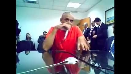 Homem que esfaqueou Jair Bolsonaro depõe em audiência de custódia