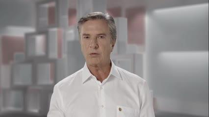 Collor anuncia desistência de candidatura ao governo