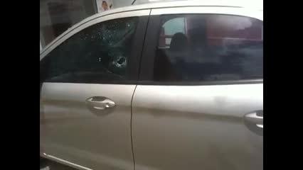 Carro de motorista baleado ao parar em cruzamento ficou com marcas dos tiros