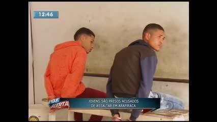 Dois jovens foram presos acusados de assaltos em Arapiraca
