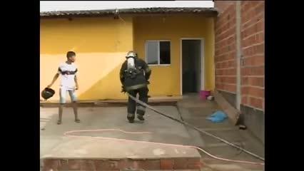 Casas estão pegando fogo em residencial na Forene