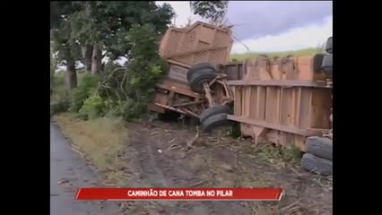 Motorista perdeu o controle e caminhão tombou na BR-316