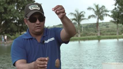 Sistema com 2 anzóis para pesca com massa
