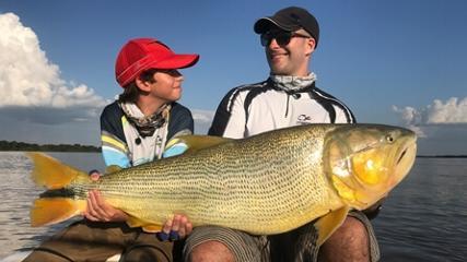 Pescaria de grandes dourados na Argentina