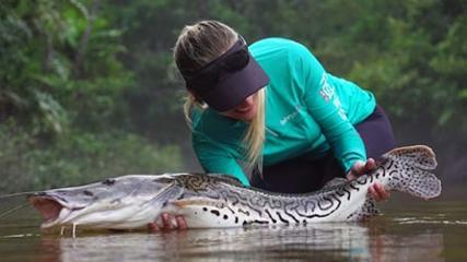 Pescaria de peixes de couro no rio Camaiú