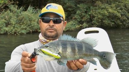 Pescaria de tucunarés no rio Grande