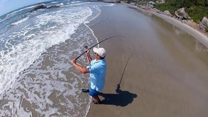 Pescaria com iscas naturais encontradas na Praia Grande