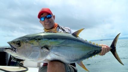 Pescaria de atum em alto-mar no Oceano Pacífico