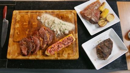 Picanha ao forno, carnes assadas, pão na chapa e farofa especial