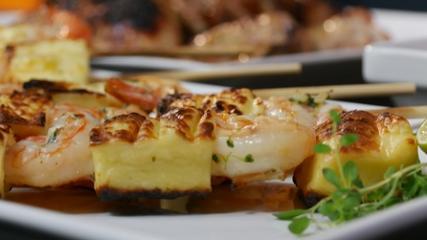 Buffalo wings, asinha com wasabi, camarão com coalho e sorvete batido