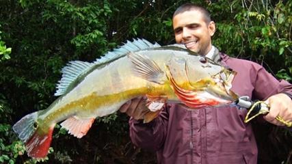Pescaria de tucunarés no rio Alegria