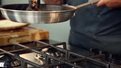 Sanduíche de Iscas de Gado com Mostarda Dijon