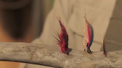 Pelúcia no atado de mosca