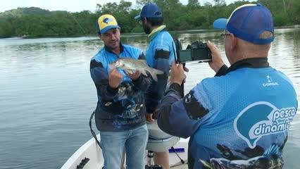 Pescaria de robalos com equipamento leve