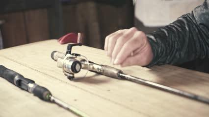 Vara de carretilha para pescaria com equipamento leve