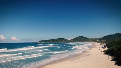 Praia do Rosa: onda, surfe e natureza