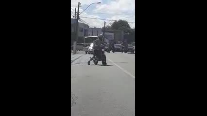 Imagens mostram briga de trânsito no bairro do Farol