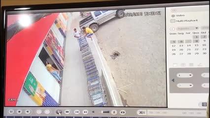 Mulher é atingida por peça que se desprendeu de ônibus escolar em Flexeiras