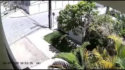 Vídeo mostra momento em que ambulância chega em condomínio onde Silvânio Barbosa morava