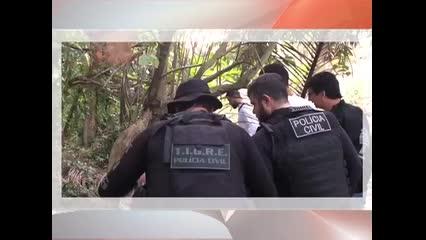 Suspeito da morte de motorista mostra onde crime aconteceu, na Serraria