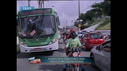 Acidente entre ônibus e moto deixou trânsito complicado no Mutange